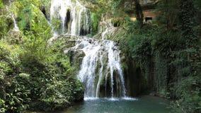 Deel van Watervalcascade Krushuna Bulgarije in de Zomer stock fotografie