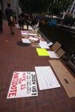 Deelnemer van Occupy San Francisco banners Stock Fotografie