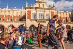 Deelnemers bij het jaarlijks (9-12 Juli) 28ste Internationale Festival van Straattheaters Stock Foto