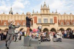 Deelnemers bij het jaarlijks (9-12 Juli) 28ste Internationale Festival van Straattheaters Stock Afbeeldingen
