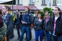 Deelnemers die van begin de Kupala-Nacht in Krakau vieren Royalty-vrije Stock Fotografie