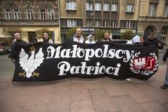 Deelnemers IV Optocht Katyn in geheugen van allen moord in April 1940 stock afbeelding