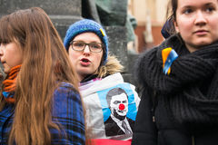 Deelnemers tijdens demonstratie, tot steun van Onafhankelijkheid Ukrainein en tegen de moord van protesteerders in Ki royalty-vrije stock afbeeldingen