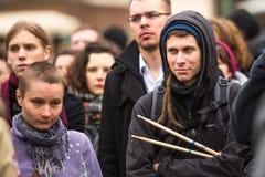 Deelnemers tijdens demonstratie, tot steun van Onafhankelijkheid Ukrainein en tegen de moord van protesteerders in Kiev stock afbeeldingen