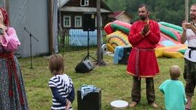 Deelnemers van het Festival van volkscultuur Russische Thee stock videobeelden