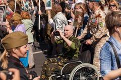 Deelnemers van Onsterfelijk Regiment - openbare actie, waarin de deelnemers banners droegen royalty-vrije stock afbeeldingen