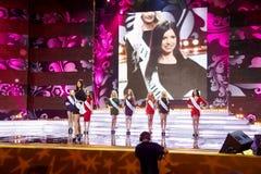Deelnemers van Russische schoonheid - de wedstrijd van 2011 op stadium Stock Afbeelding