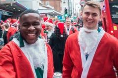 Deelnemers van Santacon-gebeurtenis in Londen stock foto's