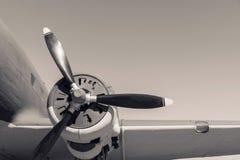 Deelvliegtuig met de propeller in beige tonen royalty-vrije stock foto
