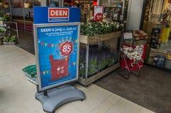 Deen Supermarket Billboard 85 Jahre Feier-bei Diemen die Niederlande lizenzfreie stockbilder