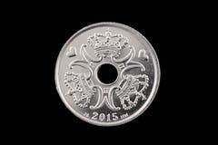 Deens 5 die kronenmuntstuk op een zwarte achtergrond wordt geïsoleerd Stock Afbeeldingen