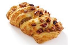 Deense pastei met pecannootnoten stock foto's