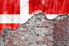 Deense Vlag op Grungy Muur Royalty-vrije Stock Foto's