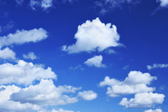 Deep blue sky and lots small clouds Royalty Free Stock Photos