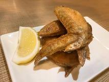Deep fried ha salato le ali di pollo fotografia stock