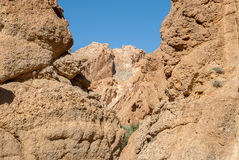 A deep gorge among the rocks. In the desert Royalty Free Stock Photos