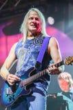 Deep Purple se realiza en etapa durante su concierto en Minsk, Bielorrusia el 27 de marzo de 2011 Foto de archivo