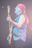 Deep Purple se realiza en etapa durante su concierto en Minsk, Bielorrusia el 27 de marzo de 2011 Imagen de archivo