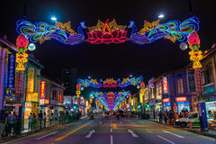 Deepavali装饰夜视图在一点印度,新加坡 库存图片