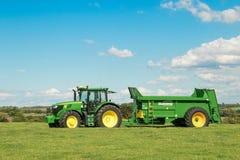 Deere John zieleni ciągniki ciągnie bunning lichot powlekaczki zdjęcie royalty free