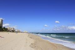 Пляж Deerfield смотря северный Стоковые Изображения RF