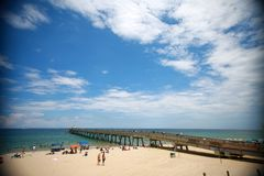 Deerfield Strand-Pier stockfotos