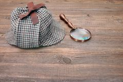 Deerstalker or Sherlock Hat and magnifying glass Royalty Free Stock Photography