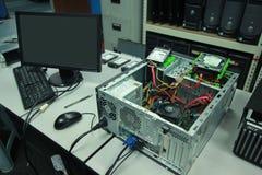 Defekt dator som är fast arkivbild