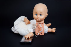 defekt talande docka Arkivfoto