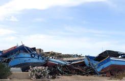 defekte alte Schiffbrüche nach der Ausschiffung Lizenzfreies Stockfoto
