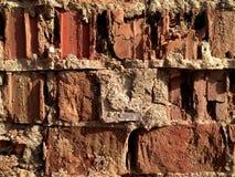 Defekte alte Wand des roten Backsteins - Beschaffenheit Lizenzfreies Stockbild