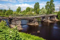 Defekte Brücke in Olonets-Stadt Stockbild