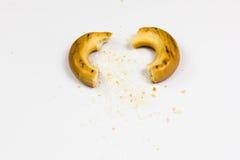 Defekte Brezel mit Brotkrumen lizenzfreies stockfoto