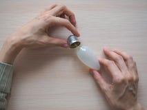 Defekte Glühlampe Defekte Glühlampe-Birne Stockfoto
