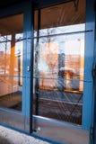 Defekte Glashaustür Stockfotografie
