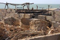 Defekte Körbe und trocknender Ort des Fischmarktes Tanji Lizenzfreies Stockfoto