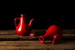 Defekte keramische Gläser, die defekte Herzen symbolisieren Stockfoto