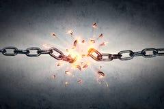 Defekte Kette - Freiheit und Trennung stockbild