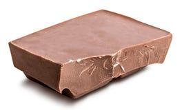 Defekte Milchschokoladestange lokalisiert mit Schatten Horizontaler Compo Lizenzfreie Stockfotografie
