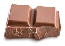 Defekte Milchschokoladestange lokalisiert mit Schatten Horizontaler Compo Lizenzfreie Stockfotos