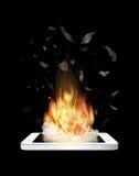 Defekte Smartphoneexplosion mit brennendem Feuer Stockfotografie