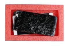 Defekte defekte Smartphones warten auf ihre Reparatur in einem p Lizenzfreie Stockbilder