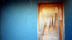 Defekte Sperrholz-Tür Stockbilder