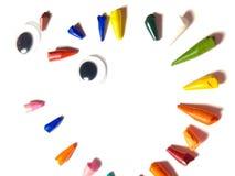 Defekte Tipps von farbigen Bleistiften Vereinbart im Kreis, radial Gesicht lizenzfreie stockbilder