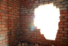 Defekte Ziegelsteinwand Stockfoto