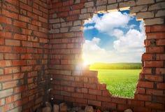 Defekte Ziegelsteinwand Stockbilder