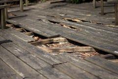Defekter Boden des Holzes stockbilder