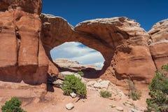 Defekter Bogen im Bogen-Nationalpark Utah USA Lizenzfreie Stockfotografie