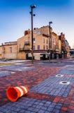 Defekter Kegel und verlassene Shops am alten Stadtmall, Baltimore, Mrz Lizenzfreie Stockfotos