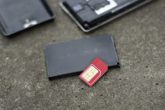 Defekter Sim Card And Phone Lizenzfreie Stockfotografie